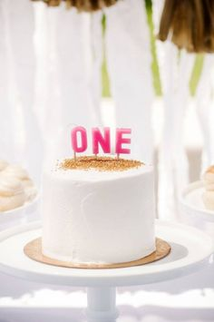 This sparkly mini cake would be perfect for a 1st birthday