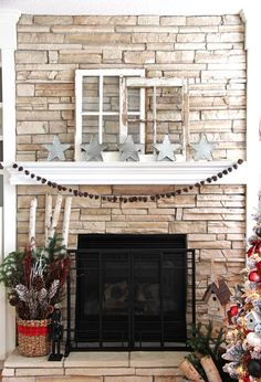My Holiday Home: Red and White Christmas Decorating Ideas Red And Gold Christmas Tree, Christmas Tree Tops, Christmas Mantels, Country Christmas, Simple Christmas, Christmas Decorations, Christmas Wreaths, Christmas Bedroom, Christmas Home