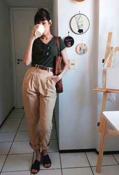 Link da calça na foto / link to the pair of paints in the photo Cute Casual Outfits, Simple Outfits, Casual Chic, Mode Outfits, Fashion Outfits, Look Street Style, Mode Style, Minimalist Fashion, Aesthetic Clothes