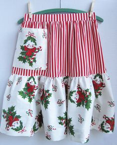 Vintage-Inspired Christmas Apron and Table Topper Christmas Aprons, Aprons Vintage, Vintage Sewing, Cute Aprons, Sewing Aprons, Half Apron, Apron Pockets, Table Toppers, Vintage Holiday