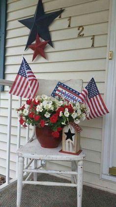 Memorial Day & of July front porch farmhouse decor Memorial Day & Juli Veranda Bauernhaus Fourth Of July Decor, 4th Of July Celebration, 4th Of July Party, July 4th, February 11, 4th Of July Wreaths, Memorial Day Wreaths, 4th Of July Fireworks, Patriotic Crafts