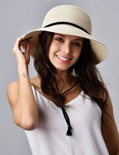 I've been wanting one of these hats for summer, straw fedora Sun Hats For Women, Hats For Men, Women Hats, Fedora Beach, Beach Hats, Fedora Hat Women, Straw Fedora, Fedora Hats, Wide Brim Sun Hat