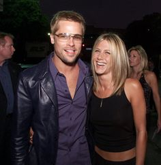 It looks like famous exes Brad Pitt and Jennifer Aniston are patching things up and laying their longtime feud to rest. As Life & Style exclusively revealed, the who's in the proce… Brad Pitt Jennifer Aniston, Estilo Jennifer Aniston, Brad Pitt And Jennifer, Jennifer Aniston Pictures, Jenifer Aniston, Justin Theroux, Angelina Jolie, Rachel Green, Brad Pitt Haarschnitt