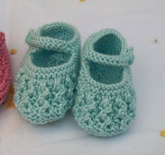 Blog Abuela Encarna Crochet Baby Boots Pattern, Knit Baby Dress, Crochet Baby Sandals, Booties Crochet, Crochet Baby Shoes, Crochet Baby Booties, Baby Cardigan, Baby Bootees, Baby Slippers
