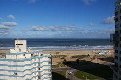 Venta de Apartamento 3 DORMITORIOS en Brava, En primeras paradas de playa brava,amplio departamento con vista al mar,amplio living comedor con balcón, 3 dormitorios,2 años,dormitorio principal en suite. Inmobiliaria scrollinimachado Tel. 00598-42493298-42496500 Cel. 00598-98665156/ 098558604 info@scrollinimachado.com www.scrollinimachado.com