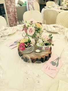 Il colore dell'amore è sicuramente tra questi! Un segna tavolo davvero speciale e dei fiori strepitosi! #peperosadesign #arcobalenofiori #wedding #love