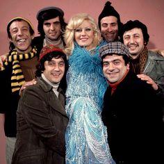 Münir Özkul, Tarık Akan, Emel Sayın, Kemal Sunal, Metin Akpınar, Halit Akçatepe, Zeki Alasya / Mavi Boncuk / 1974