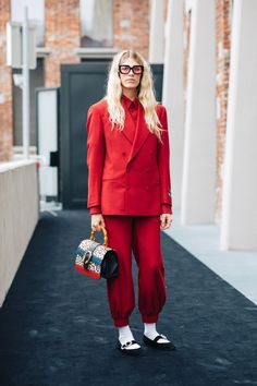 Street style: The best on-trend looks from Milan Fashion Week Spring/Summer 2020 Daily Fashion, Fashion Milan, La Fashion Week, Cool Street Fashion, 90s Fashion, Fashion Trends, Street Chic, Vogue Paris, Style Année 90