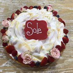 tarta de limón y meregue deco de frutas y floral Birthday Cake, Cupcakes, Desserts, Deco, Food, Floral, Fondant Cakes, Lolly Cake, Homemade Recipe