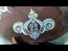 LAXMI PUJA KOLAM/EASY ALPONA / ALPONA WITH BRUSH EFFECT/HOW TO DRAW - YouTube Rangoli Designs Flower, Rangoli Ideas, Rangoli Designs Images, Beautiful Rangoli Designs, Simple Rangoli, Flower Designs, Simple Flower Design, Simple Flowers, Eyeliner Designs