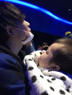 old but gold, look baby seungji and his idiot godfather. Cute Asian Babies, Korean Babies, Asian Kids, Cute Babies, Father And Baby, Dad Baby, Baby Boy Newborn, Ulzzang Kids, Ulzzang Couple