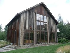 Pole barn houses can either have a simple or complex design. When choosing the barn house design, it is wise to take your time before making a decision. Converted Barn Homes, Pole Barn Kits, Barn Loft, Barn Renovation, Pole Barn Homes, Rustic Barn Homes, Barn Garage, Barn Living, Barn House Plans