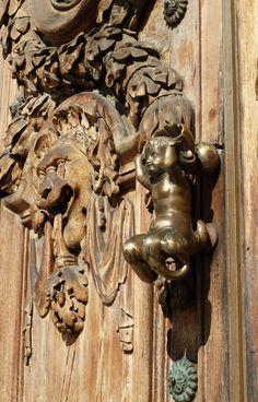 Lyon:Heurtoir de la porte de l'Hotel de Ville | Lyon, Rhone-Alpes, France