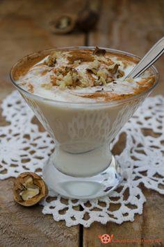 Coppa di yogurt con miele noci e cannella