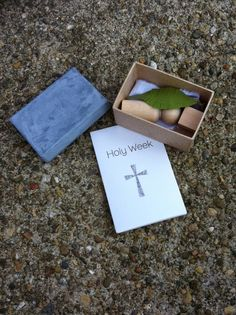 """Holy Week """"advent calendar"""" A little box with objects to tell the story of Holy Week. Printable book too."""