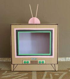 TV box Source by marliesvanspijk Cardboard Sculpture, Cardboard Crafts, Paper Crafts, Diy For Kids, Crafts For Kids, Fun Crafts, Diy And Crafts, Diy Karton, Diy Tv
