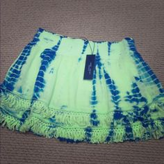 "⭐️⭐️HP 11/30 ⭐️⭐️ Romeo & Juliet Couture Skirt Romeo & Juliet couture Tie Dye Skirt. Lime green & navy tie dye.  Two layers with ruffles & 2.5"" waistband. Length is 15"". 🚫 trades Romeo & Juliet Couture Skirts Mini"