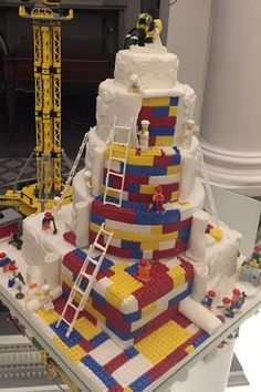 Wedding Online - Cakes - This couple's Lego wedding cake is TOO perfect