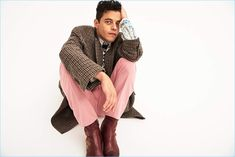 Rami Malek is back in the spotlight with a Mr Porter photo shoot. The Bohemian Rhapsody star sports bold styles as he takes to the studio with photographer Matthew Kristall. Meanwhile, Julie Ragolia styles Malek Bruno Mars, Elvis Presley, Cute Celebrities, Celebs, Rami Malek Freddie Mercury, Pretty People, Beautiful People, Beautiful Men, Rami Malik