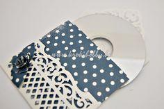 Ma egy gyönyörű CD tartót készítettük a Spellbinders vágókéseivel. Ez akár csodás karácsonyi ajándék is lehet!