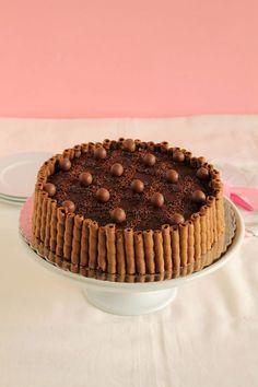 Τούρτα με maltesers. Μια υπέροχη τούρτα για να απολαύσετε την αγαπημένη σας σοκολάτα σε όλο το μεγαλείο της γεύσης της. Μια συνταγή (από εδώ) για σοκολατέν