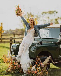 Wedding Car, Lace Wedding, Wedding Dresses, Car Photos, Fashion, Bride Dresses, Moda, Bridal Gowns, Wedding Dressses