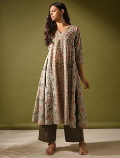 Simple Kurti Designs, Kurta Designs Women, Blouse Designs, Salwar Designs, Cotton Dress Indian, Indian Dresses, Indian Outfits, Chudidhar Designs, Kalamkari Dresses