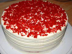 Mennyei Vörös bársony torta recept (Red Velvet) recept! Nagyon egyszerű elkészíteni, nagyon hamar készen is van, és ráadásul nagyon finom ez a vörös bársony (angolul: Red Velvet) torta. Ha nem sikerül írót venned, azt írják akkor hétharmad joghurt, egyharmad víz keverékével helyettesítheted. Nekem 23 cm-es tortaformában készült a torta. Sweet Desserts, Dessert Recipes, Tiramisu, Red Velvet, Sugar, Eat, Ethnic Recipes, Food, Cakes