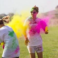 Holi Powder Party Games {adult party ideas} Holi powder and some good old fashioned baseball makes for a super fun and very messy party. Kids of all ages would… Outdoor Games Adults, Outdoor Activities, Color Fight, Baseball Party, Baseball Birthday, Baseball Games, Basketball Rules, Paint Fight, Holi Powder