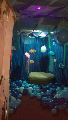 Under the sea--balloons and backdrop  this is so legit and would be so cheap