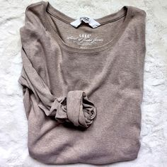 H&M Top Cream colored H&M long sleeve top. 54% cotton, 41% polyester 3% elastane.  Please make all offers through the offer button  ✨10%✨off with bundle!  Fast Shipping Non-Smoking No trades/PayPal Open to fair offers Instagram: laurentopor Tumblr: nearlynewbylo  ✨ Happy Poshing ✨ H&M Tops Tees - Long Sleeve