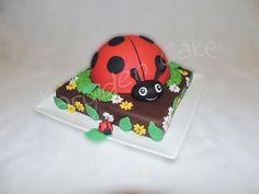 Marylden Cake - Cake design Gâteau en pâte à sucre en forme de coccinelle