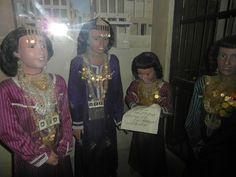 Na het behalen van de Koran opleiding kwamen meisjes bij elkaar in traditionele kleding.