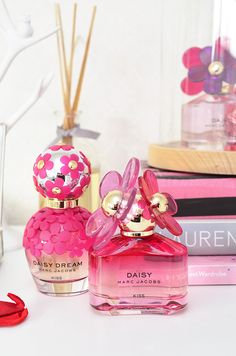 Perfume shared by Trang Lê on We Heart It Marc Jacobs Perfume, Best Perfume, Perfume Fragrance, Cute Store, Marc Jacobs Daisy, Perfume Collection, Smell Good, Nail Arts, Perfume Bottles