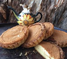 Enjoy a delicious twist on a traditional South Africa dessert with this Rooibos Milk Tart recipe (melktert). South African Desserts, South African Recipes, Tart Recipes, Sweet Recipes, Baking Recipes, My Favorite Food, Favorite Recipes, Milk Tart, Kitchens