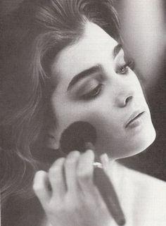 Brooke Shields I want your eyebrows! Classic Beauty, Timeless Beauty, True Beauty, Eyebrow Game, Foto Portrait, She Walks In Beauty, Bold Brows, Brooke Shields, Lucille Ball