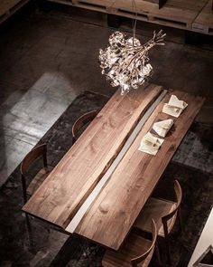 How many lives does wood have? Maurizio Riva, founder of Riva tells us about the new projects geared towards the recovery of wood Walnut Dining Table, Dining Room Table, Wood Tables, Cafe Interior, Interior Design, Wood Furniture, Furniture Design, Communal Table, Diy Bedroom Decor