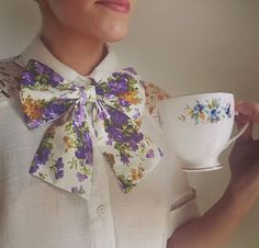 Bowtie with gold buttons Floral Bow Tie, Seventies Fashion, Ascot, Kawaii, Bowties, Trending Outfits, Unique Jewelry, Handmade Gifts