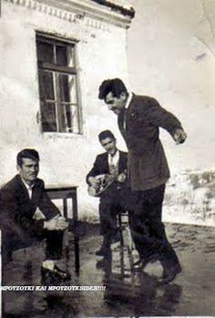 Greece Pictures, Greece Photography, Greek History, Greek Music, Joy Of Life, Dancing In The Rain, Vintage Pictures, Old Photos, Kai