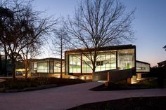 Located at the geographical centre of the Ringwood campus,(suburban Melbourne) the new Middle School intentionally breaks an…