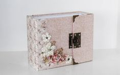 It's soon time for the big weeding season in Norway. A fantastic and personal gift for the couple is a home made album, where they can add . Wedding Mini Album, One Sheet Wonder, Step Cards, Heidi Swapp, 3d Cards, Simple Stories, Fall Cards, Craft Storage, Mini Albums