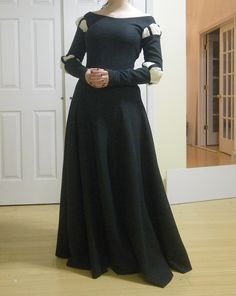 Merida dress: made using kirtle pattern and pseudo-German sleeves. Must try!