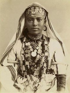 """Historical photo:- Ethiopians of the past 1900s ( Italian source """"Donne Abissine"""" Africa Orientale.)"""