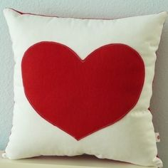Heart Pillow por OIive en Etsy