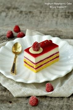 White chocolate and raspberry cake Sweets Recipes, Cake Recipes, Snickers Cheesecake, Raspberry Cake, Something Sweet, Food And Drink, Cooking, Ethnic Recipes, White Chocolate
