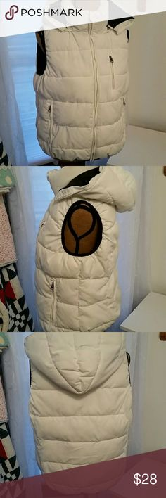Ruff Hewn white Puffer vest EUC Ruff Hewn white and black puffer vest with detachable hood. Outside is white and inside is black.   3 outside zippered pockets. Very warm and comfy.  EXCELLENT condition. Ruff Hewn Jackets & Coats Vests