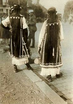 Bulgarian folk costume: Sofia hairstyles