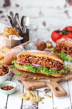 Barbecue Pulled jackfruit sandwich - Sandwiches / Panini e bruschette - Easy Vegan Lunch, Quick Healthy Lunch, Vegan Lunch Recipes, Vegan Lunches, Healthy Packed Lunches, Healthy Meats, Healthy Snacks, Easy Meal Prep, Easy Meals