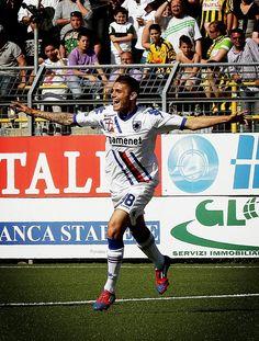 @JackRama8  #Mybestsampmoment2012 il gol di icardi a castellammare al 90' in 10 uomini...il momento in cui ho capito che saremmo saliti @sampdoria