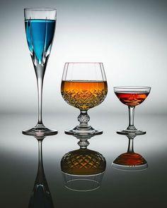 Glas um Glas. Ich liebe das spiel mit Farben Form und Spigelung http://ift.tt/2iu5rXz